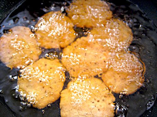 Mathri Frying