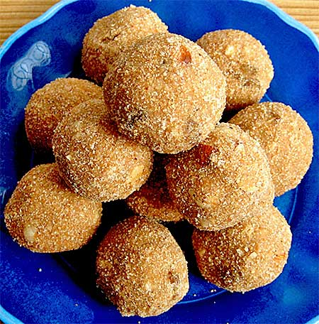 Atta Laddu Recipe (Pinni Recipe)