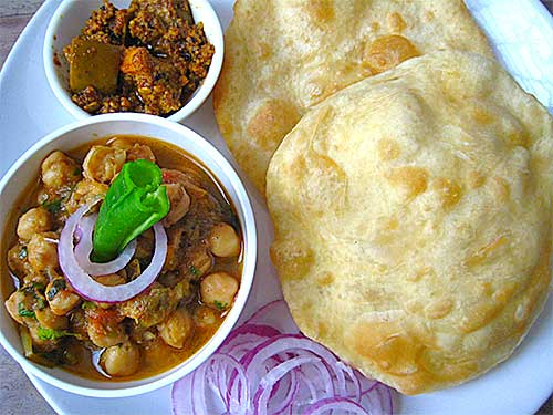 Chole Bhature Recipe in Hindi by Sonia Goyal