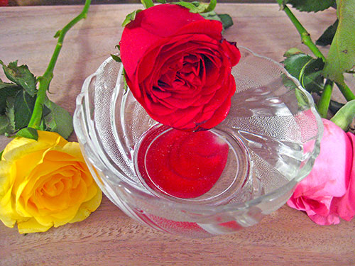 Rose Water Benefits For Beauty In Hindi