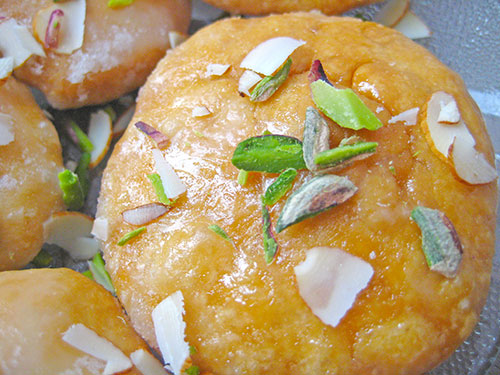 Meethi Mathri Recipe In Hindi