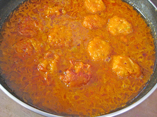 Puting all kofta in this curry