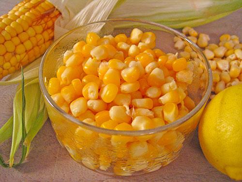 Boiled corn kernels