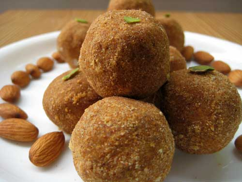 Moong Dal Ladoo Recipe In Hindi